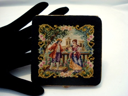 Vintage 1940's petit point powder compact figural scenic unused