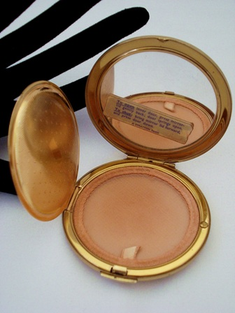 Stratton compact ballet dancers by Baron gently used