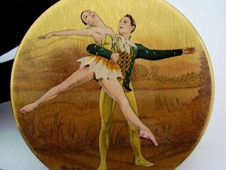 Stratton vintage enameled compact ballet dancer by Baron