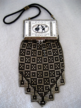 Whiting Davis compact purse 1920's mesh handbag
